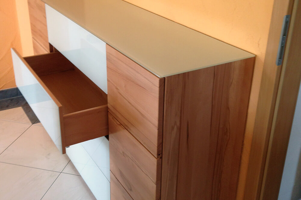 Sideboard mit Push-to-Open Funktion